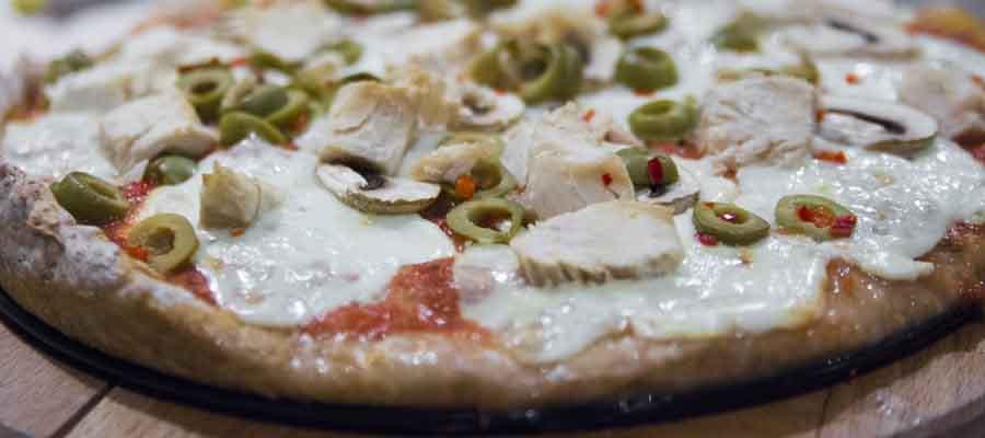 Dietetyczna pizza z mąki orkiszowej 30 cm