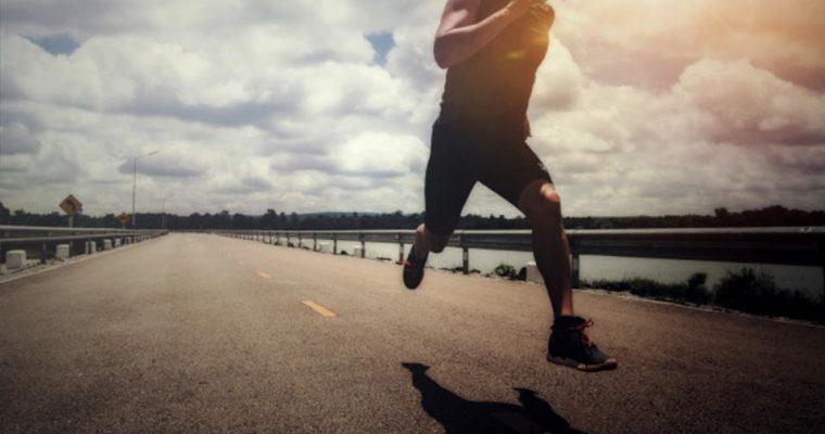 Kiedy biegać aby schudnąć? Rano czy wieczorem? Badanie naukowe