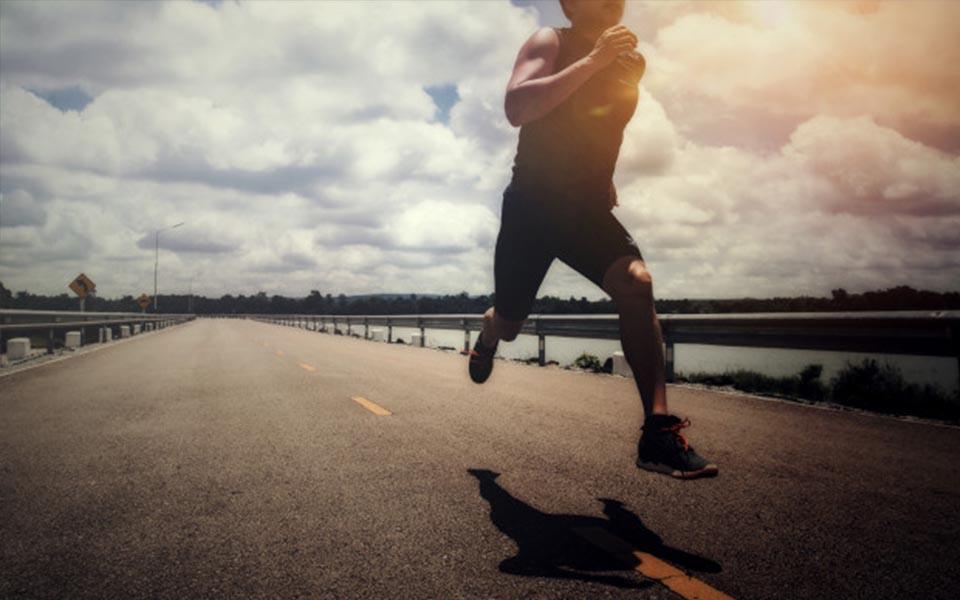 kiedy biegać aby skutecznie schudnąć przed posiłkiem po posiłku